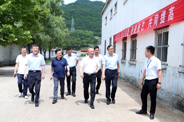 公司副总经理雷铁山到基层单位调研指导工作