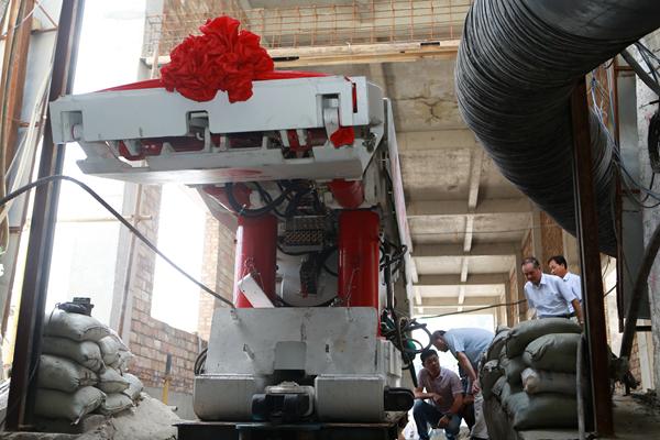 下石节矿220工作面首架液压支架正式入井-铜川图片